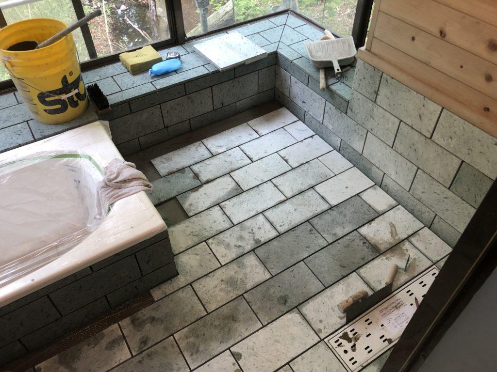 浴室の十和田石貼り